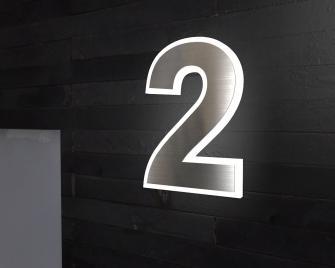 Beleuchtete-Edelstahl-Hausnummer 2